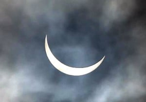Solar_eclipse_of_2015_March_20_in_England.webm