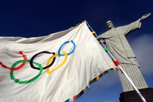 Olympic-flag-at-the-Christ-the-Redeemer-statue